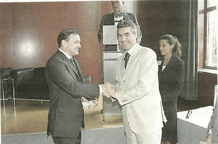 IL BRESCIANO ENRICO MATTINZOLI PREMIATO DALLE 150 AZIENDE PIU' IMPORTANTI DEL PAESE PER IL SUO IMPEGNO NELLA LOTTA ALLA CONTRAFFAZIONE agosto 2005